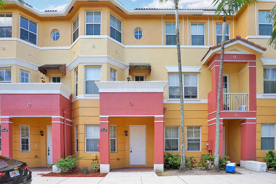 Royal Palm Beach Condo Contingent: 3404 Shoma Drive