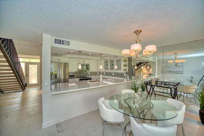 Palm Beach Gardens Townhouse For Sale: 313 Old Meadow Way