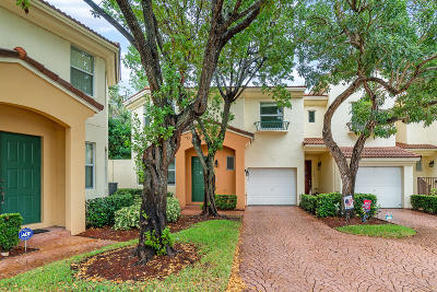 Deerfield Beach Townhouse For Sale: 2988 Deer Creek Country Club Boulevard