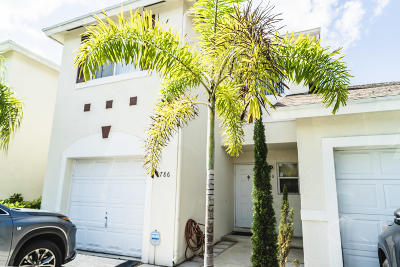 Pompano Beach Townhouse For Sale: 786 NW 42nd Place