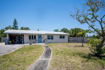 Lake Park Single Family Home Contingent: 815 Laurel Drive