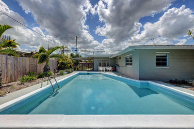 Fort Pierce Single Family Home For Sale: 2413 Royal Palm Drive
