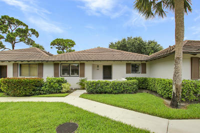 Palm Beach Gardens Townhouse Contingent: 517 Club Drive #517