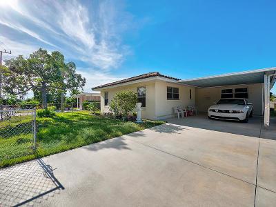 West Palm Beach Single Family Home For Sale: 744 Ridgewood Drive