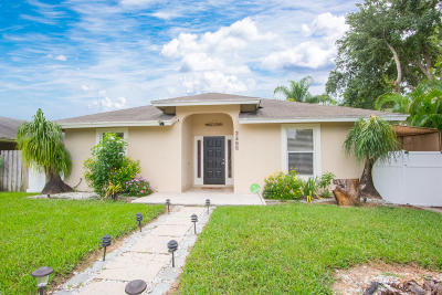 Lake Worth Single Family Home For Sale: 7703 3rd Terrace