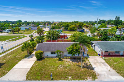 Jensen Beach Single Family Home For Sale: 2406 NE Rustic Place