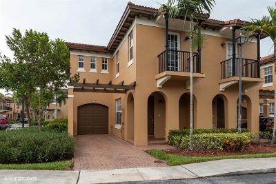 Coconut Creek Townhouse For Sale: 6942 Julia Gardens Drive