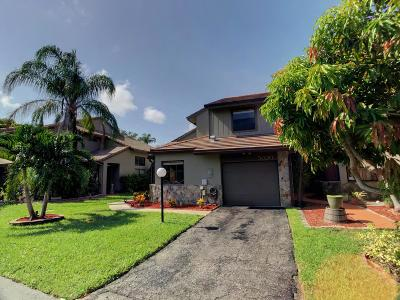 Palm Beach Gardens Townhouse For Sale: 5020 Cayenne Lane