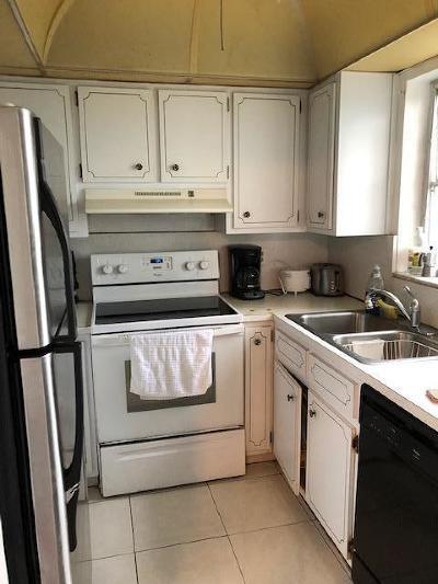 Deerfield Beach Condo For Sale: 941 Crystal Lake Drive #202