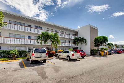 West Palm Beach Condo For Sale: 208 Wellington #D