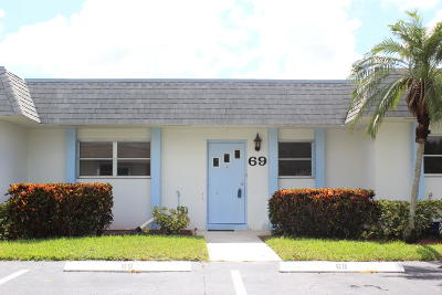West Palm Beach Single Family Home For Sale: 2638 Gately Drive E #69