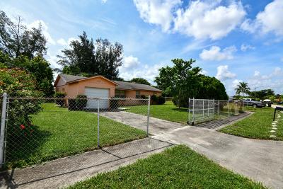 West Palm Beach Single Family Home For Sale: 1482 Mangonia Circle