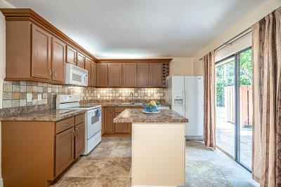 Delray Beach Townhouse Contingent: 3216 Spanish Wells Drive #26-B