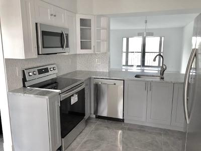 Delray Beach Condo For Sale: 7281 Amberly Lane #403