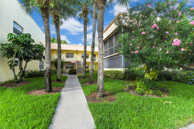 Delray Beach Condo For Sale: 273 Normandy F Lane