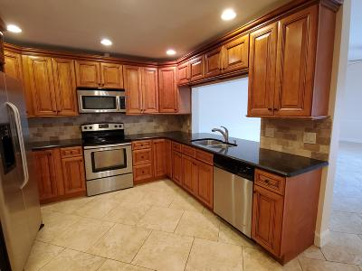 Lake Worth Townhouse For Sale: 4645 Holly Lake Drive