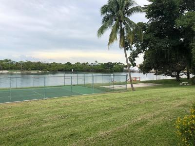 North Palm Beach Townhouse For Sale: 392 Golfview Road #F