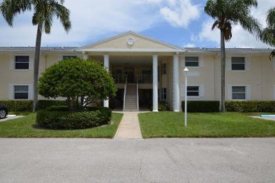 Vero Beach Condo For Sale: 540 Grove Isle Circle #206