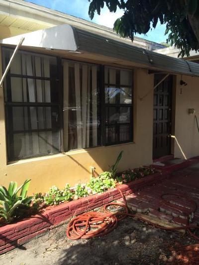 Lake Worth Beach FL Multi Family Home For Sale: $275,000