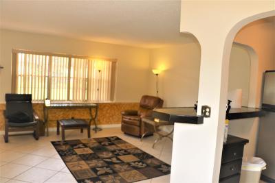 West Palm Beach Condo For Sale: 272 Norwich L #272