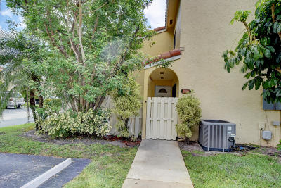 Boca Raton Townhouse For Sale: 22300 Pineapple Walk Drive