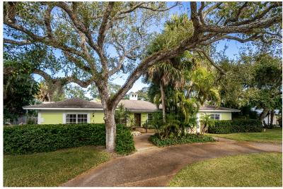 Vero Beach Single Family Home For Sale: 611 Date Palm Road