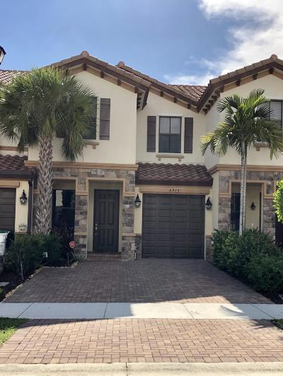 Coconut Creek Townhouse For Sale: 6975 Broadland Way