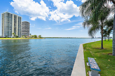 North Palm Beach Condo For Sale: 28 Yacht Club Drive #409
