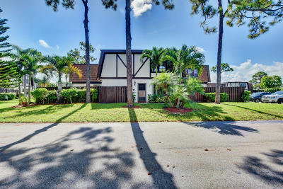 Royal Palm Beach Townhouse For Sale: 112 Weybridge Circle #D