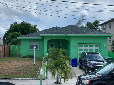 Single Family Home For Sale: 821 W 10th Street