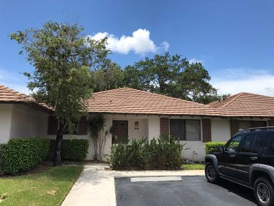 Palm Beach Gardens Townhouse For Sale: 202 Club Drive