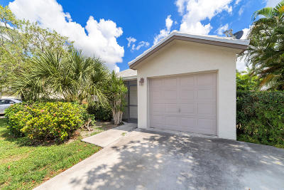 Lake Worth Single Family Home For Sale: 5684 Strawberry Lakes Circle