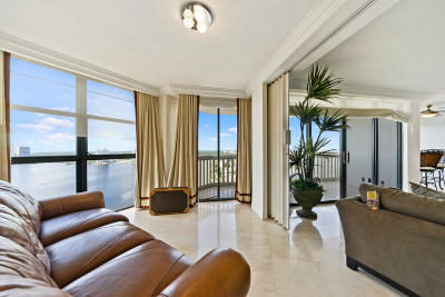 Miami-Dade County Condo For Sale: 1000 W Island Boulevard #2711