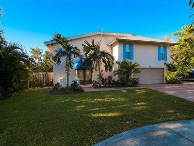 Martin County Single Family Home For Sale: 116 SE Villas Street