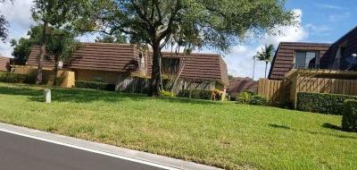 Palm Beach Gardens Townhouse Pending: 821 8th Lane