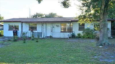 Stuart Single Family Home For Sale: 1612 SE Apache Avenue