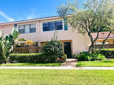 Boynton Beach Townhouse For Sale: 19 Southport Lane # C