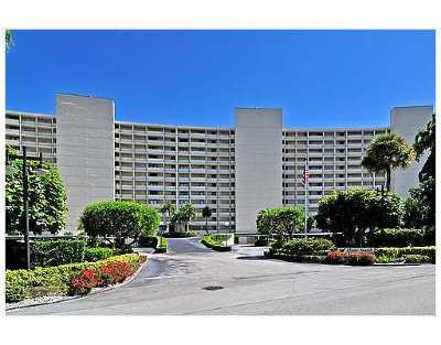 North Palm Beach Condo For Sale: 126 Lakeshore Drive #225
