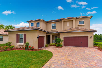 Martin County Single Family Home For Sale: 1074 SW Cherry Blossom Lane