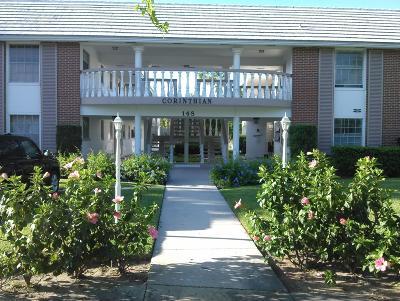 North Palm Beach Condo For Sale: 148 Yacht Club Drive #12
