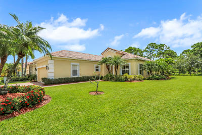 Martin County Single Family Home For Sale: 6791 SE Twin Oaks Circle