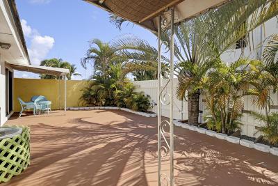 North Palm Beach Condo For Sale: 136 Yacht Club Drive #12