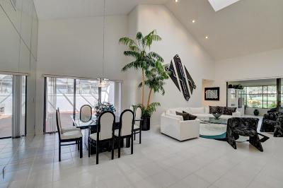Boynton Beach Single Family Home For Sale: 23 Clubhouse Lane