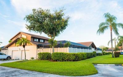 Boca Raton Townhouse For Sale: 9604 Boca Gardens Parkway #D