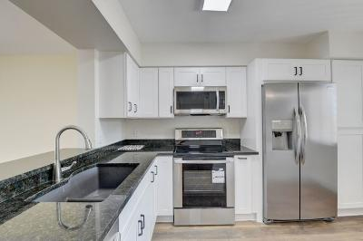Delray Beach Condo For Sale: 6866 Huntington Lane #303