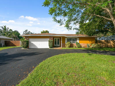 Broward County Single Family Home For Sale: 810 SW 69th Terrace
