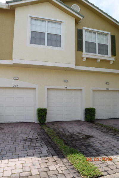 Martin County Townhouse For Sale: 1560 SE Hampshire Way #104