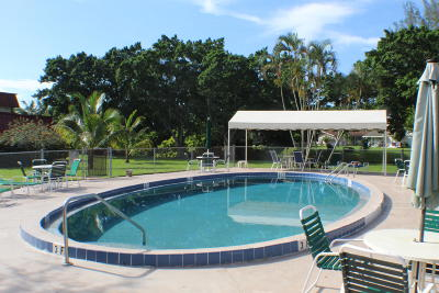 Royal Palm Beach Condo For Sale: 12021 W Greenway Drive #105