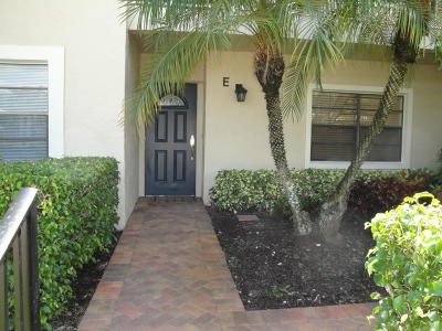 Boynton Beach Condo For Sale: 31 Stratford Lane #E