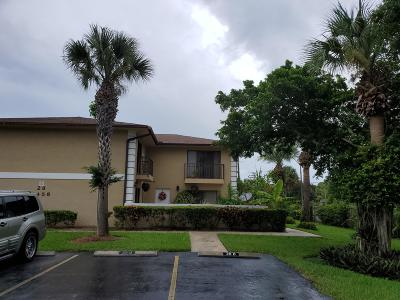 Fort Pierce Townhouse For Sale: 1458 Lawnwood Circle #28d